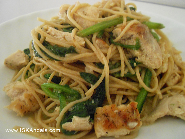 Spaghetti with Spinach, Garlic and Grilled Chicken Breast